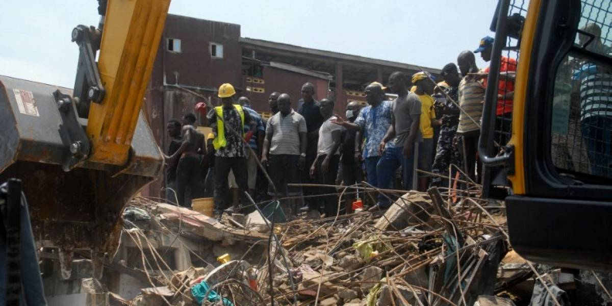 Aumenta a 20 el número de occisos tras derrumbe de edificio en Nigeria