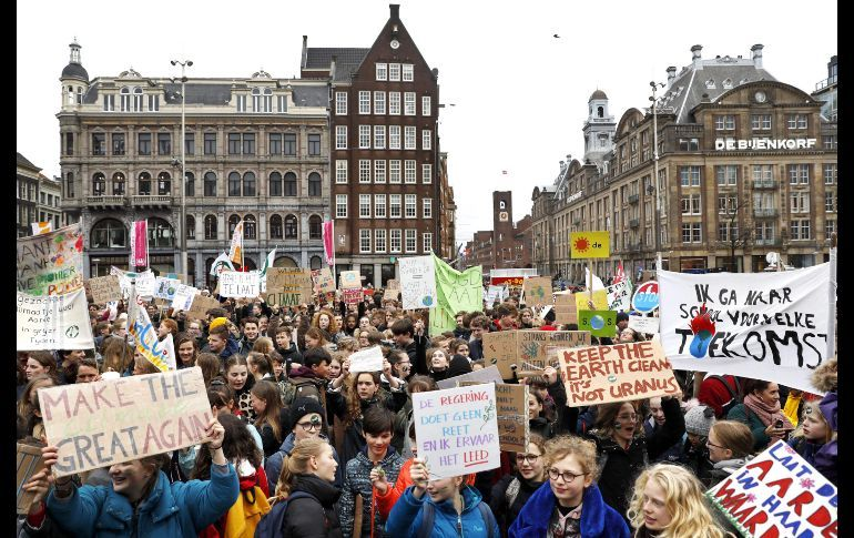 Miles de estudiantes se manifiestan en Ámsterdam contra el cambio climático