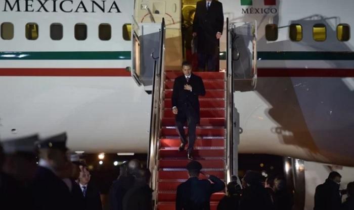Comitiva de Peña Nieto gastó 26 mil pesos por hora en platillos a bordo del avión presidencial