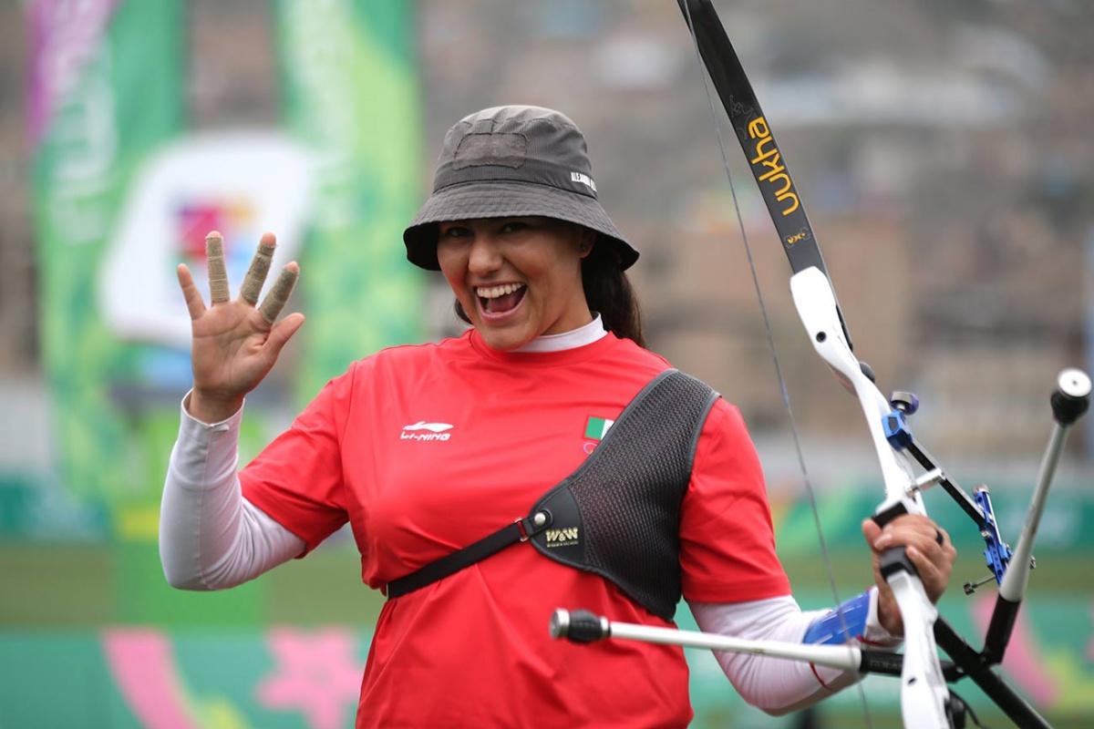 Alejandra Valencia lanza flechas de oro en Lima