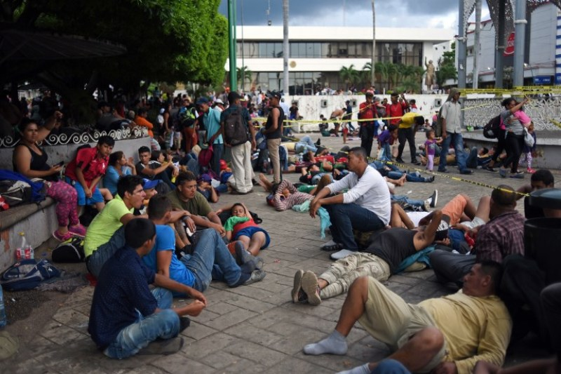 Abren bolsa de trabajo para migrantes enviados de EU a México